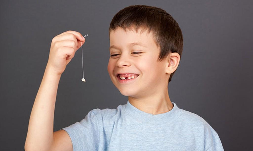 udalit molochnyy zub samostoyatelno